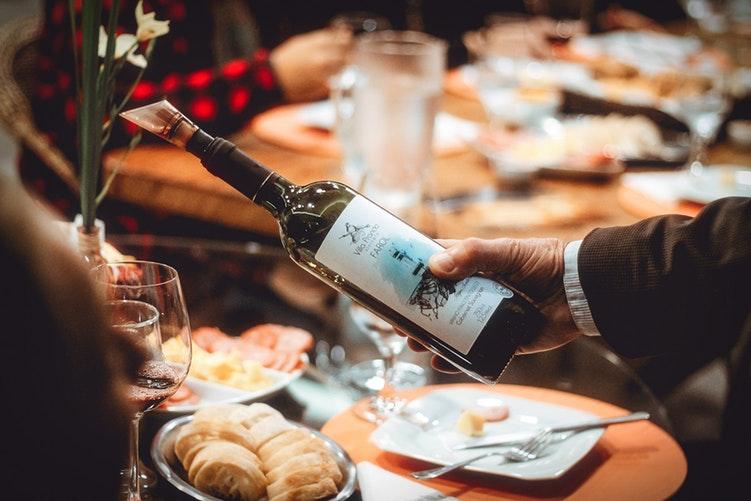 Como Aumentar as Vendas de Taça de Vinho no Restaurante