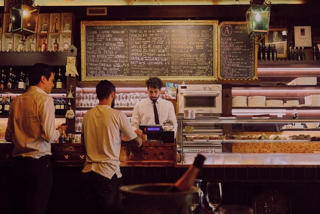O Que Você Precisa Saber Sobre Cobrança de Taxa de Serviço em Restaurantes