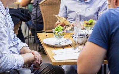 Tudo o que você precisa saber sobre cobrança de taxa de serviço em restaurantes